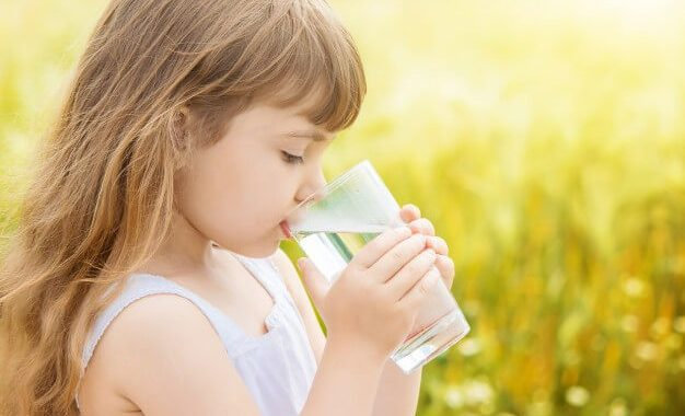 روزانه چند لیوان آب سالم برای بدن ضروری است ؟